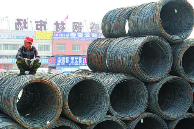 川普直指中國與南韓的不公平貿易舉措,稱考慮對進口鋼鐵與鋁製品加徵關稅,並再度提及需要徵「互惠稅」。(中新社)
