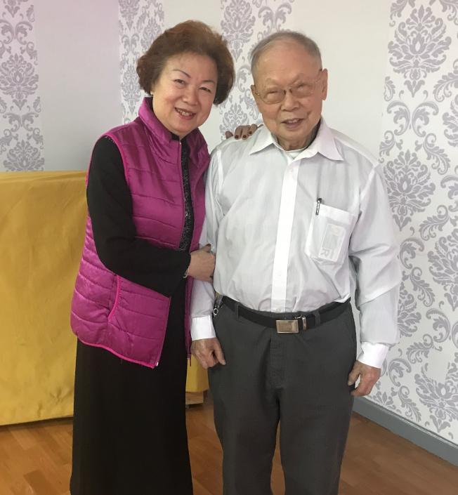 黃銘智(右)60年前遇見李超梅(左),一眼定終身。(圖:記者牟蘭/攝影)