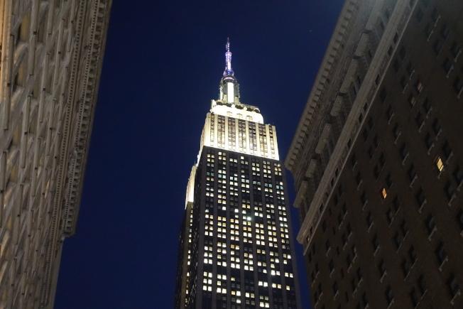 帝國大廈白色燈光。(記者金春香/攝影)