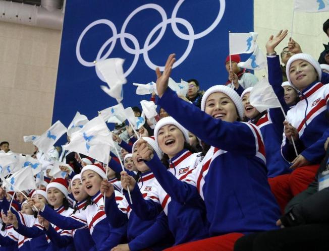 多數北韓民眾都下榻距離冬奧場地較近、位在首爾的高級飯店,例如美國名媛芭莉絲·希爾頓和歌手麥可傑克森等名人都曾經入住過的首爾華克山莊大飯店。 路透