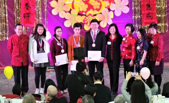 CAAL 總統義工服務獎小組表揚今年獲獎學生。(記者唐嘉麗/攝影)