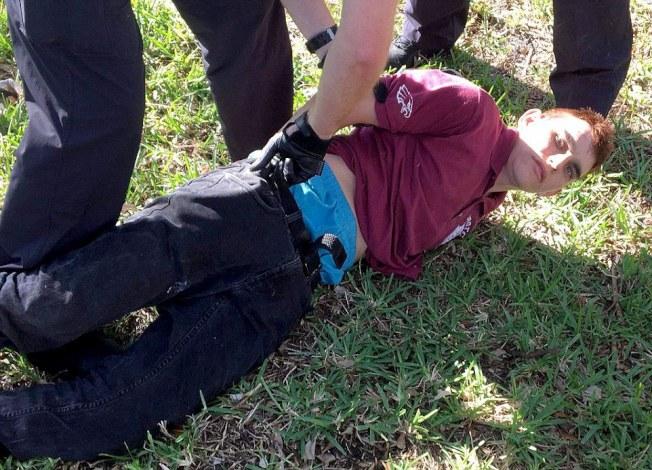 槍手據稱19歲,曾是該校學生。(取自視頻)