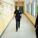 南灣學校 檢查教室安全鎖