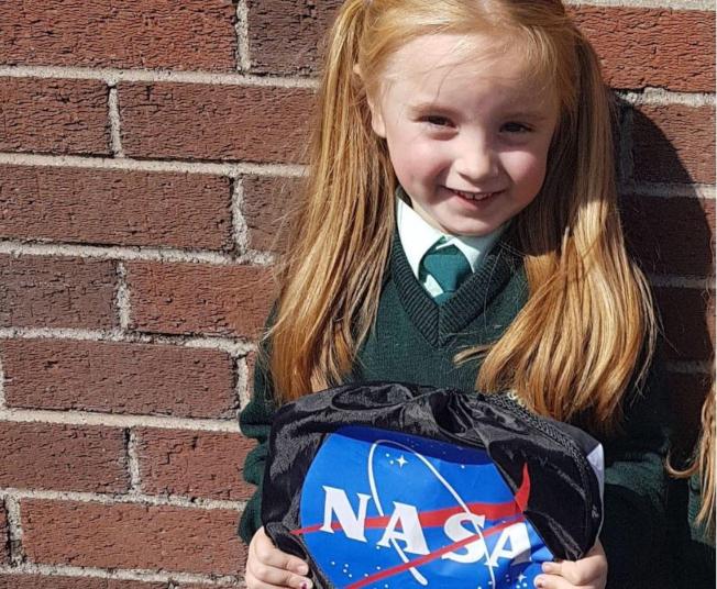 年僅六歲愛爾蘭女孩卡拉寫信給美國太空總署NASA,為冥王星Pluto請命,讓它再次成為行星。(取材自網路)