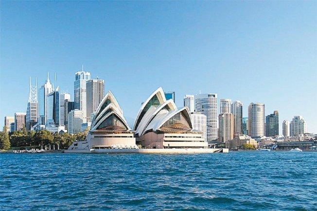 澳洲政府強化對外國投資者在澳非法置業的打擊力度,其中四成是大陸富商違規購買的豪宅。圖為澳洲知名景點雪梨歌劇院。 報系資料照