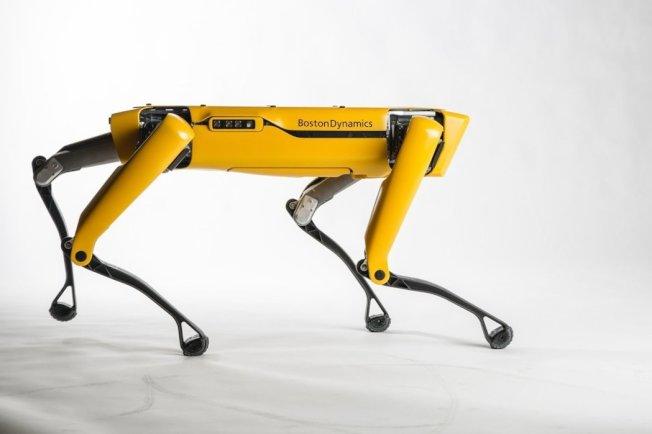美國波士頓動力公司推出新版四足機器狗「SpotMini」。波士頓動力