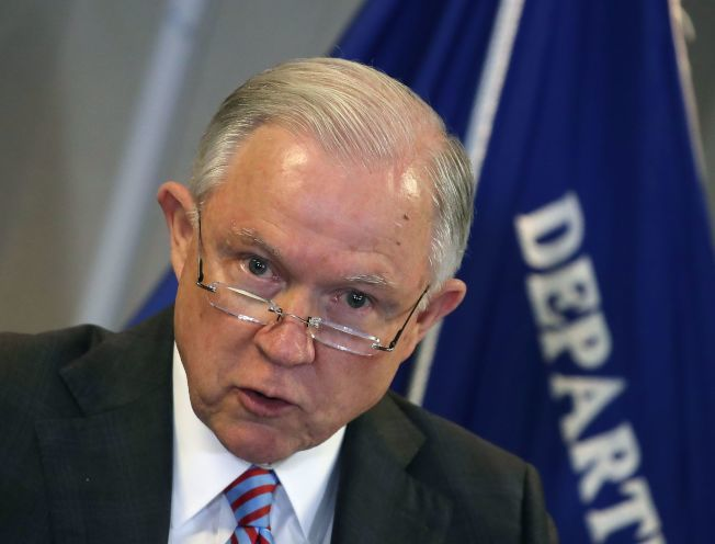 司法部長塞辛斯去年10月發表演說,談及「庇護制度面臨的危機」。(Getty Images)