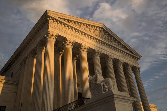 最高法院裁定被拘的移民不必限期保釋。(美聯社)