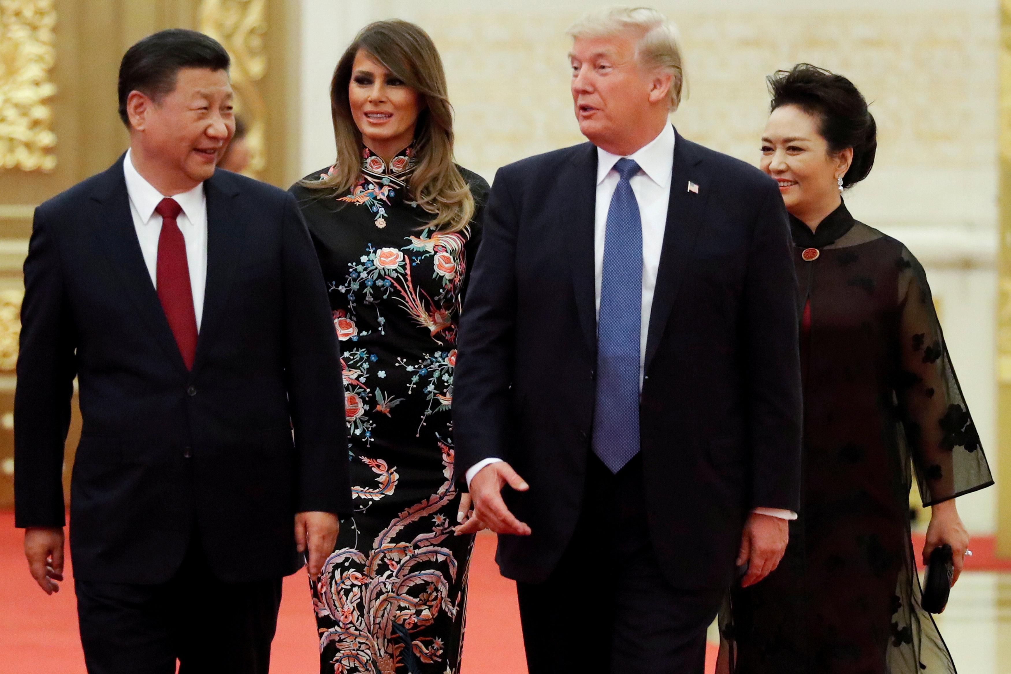分析指出,習近平無限期連任,將使中美走上衝突之路。圖為川普伉儷去年11月訪問北京與習近平夫婦會面。(路透)