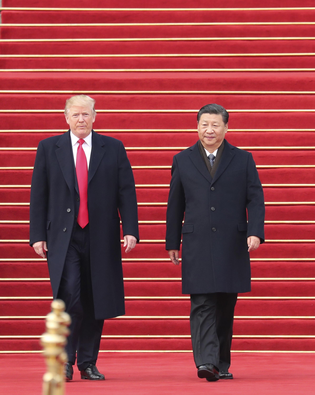 分析指出,習近平無限期連任,將使中美走上衝突之路。圖為川普伉儷去年11月訪問北京與習近平夫婦會面。(TNS)