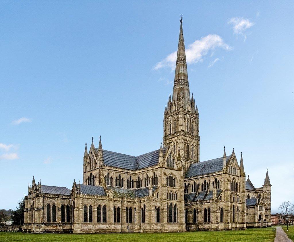 未來英國將利用散布全國各地的教堂尖塔改善偏鄉地區的數位連網。(圖擷自 WyrdLight.com)