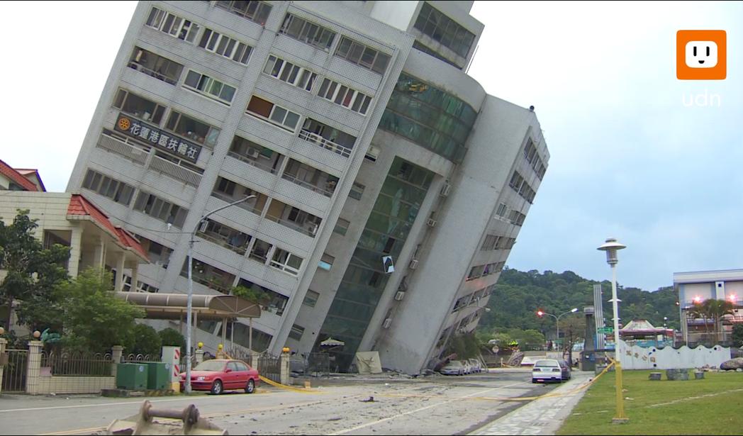 花蓮餘震不斷,雲門翠堤大樓愈震愈斜。攝影/記者龔盈全