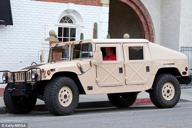 阿諾的Terminator Hummer。 摘自dailymail