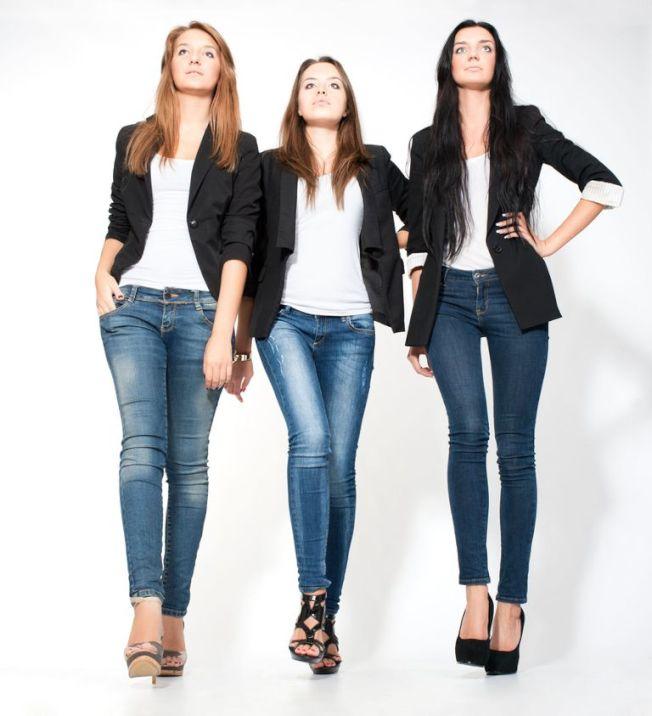 緊身牛仔褲2006年闖進時尚界後,至今未消失。然而時尚變化較小,添購新衣的理由也較少。(Getty Images)