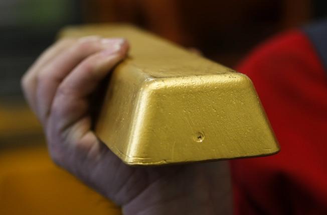 股市尋寶就像是沙裡淘金。(Getty Images)