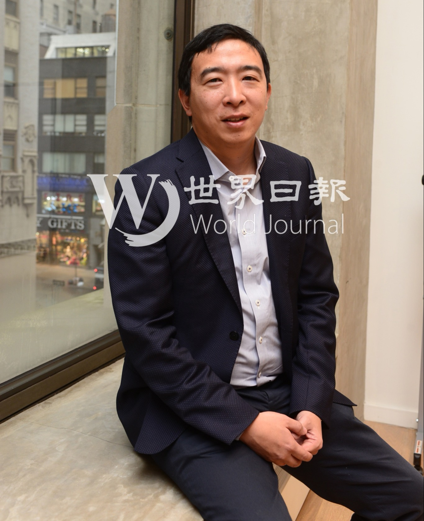 宣布爭取民主黨提名參選2020年美國總統的華裔企業家楊安澤接受世界日報專訪。(特約記者許振輝/攝影)