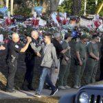 佛州槍擊案高中復課 學生返校 警察打氣