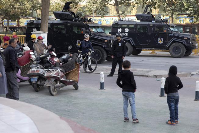 人权组织称,中国当局利用大数据和预测运算能力,来监控新疆地区。(美联社)