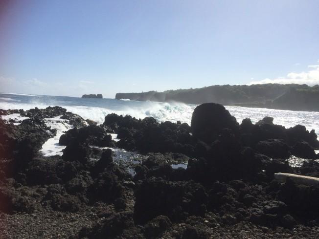 毛伊島的Hana海岸驚濤拍岸。