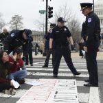 限槍成國會重點 移民議題邊緣化