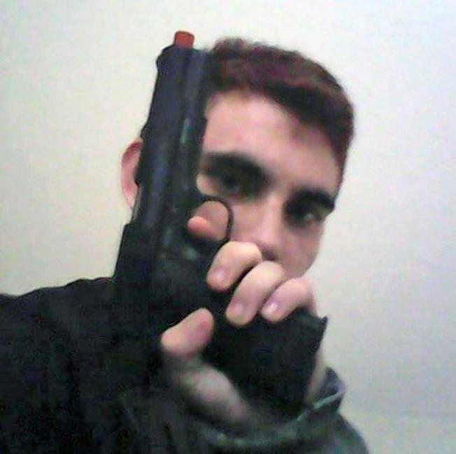 克魯茲在社交媒體上傳持槍照片。(Instagram)