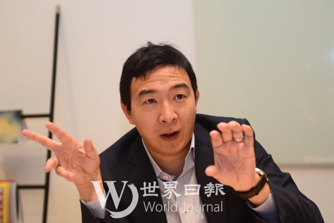 楊安澤擔心自動化普及,機器人進入職場,將危及民眾的工作機會。(許振輝/攝影)
