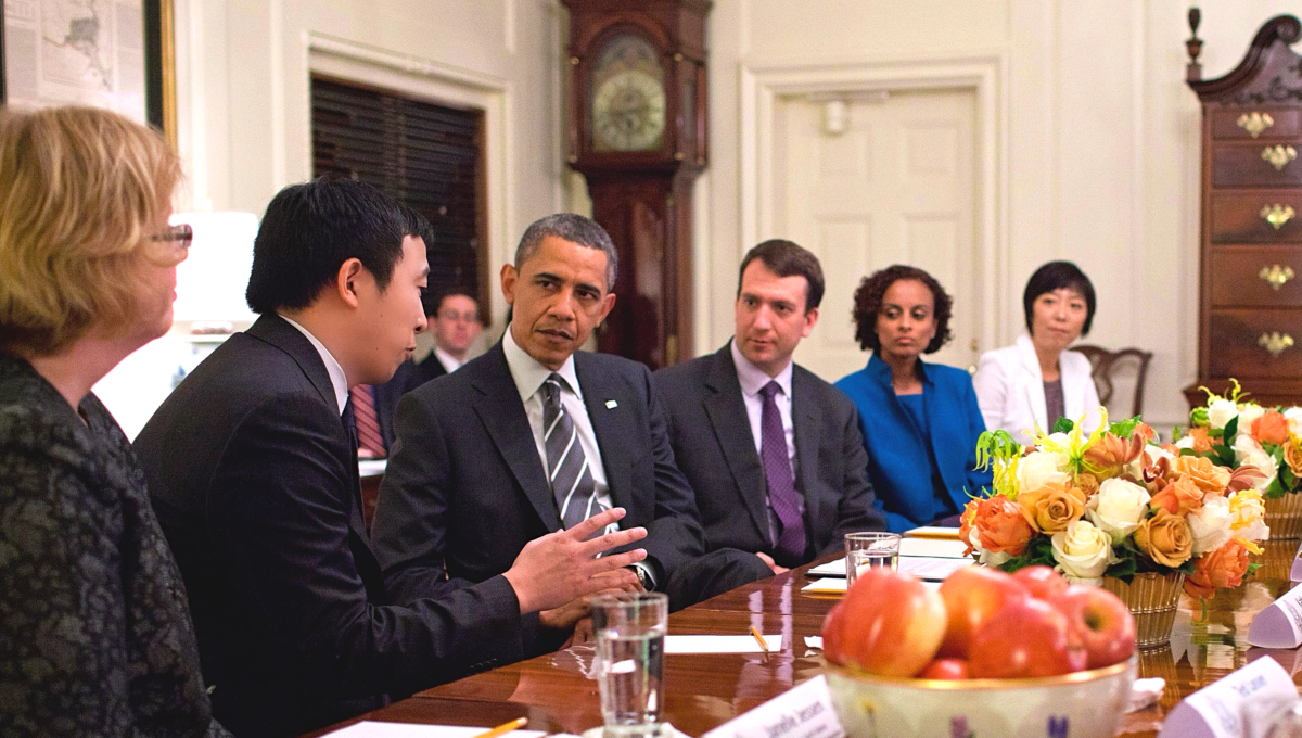 楊安澤在2012年應邀赴白宫參加歐巴馬總統主持的青年創業論壇。(取自楊安澤競選網站)
