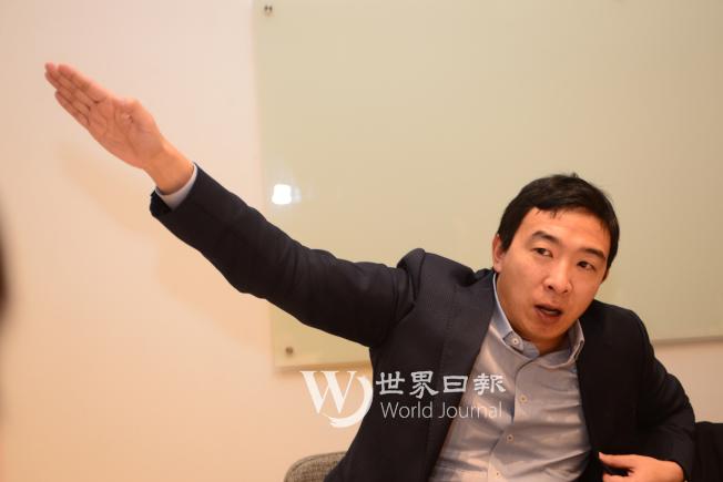 楊安澤說參選理念,侃侃而談,手勢豐富,流露自信。(許振輝/攝影)