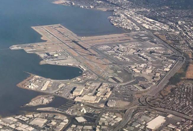 包括舊金山國際機場在內的灣區部分土地下沉較快,如果海平面上升,可能面臨嚴重洪災。取自舊金山國際機場臉書
