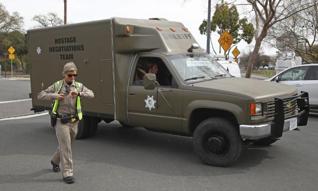 警方談判專家也在現場和槍手談判。(美聯社)