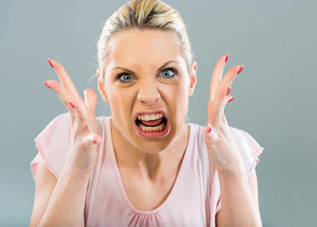 經常情緒低落或煩燥不安,有可能是未發現的疾病引起。(Getty Images)