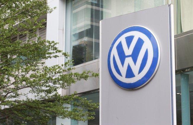 澳洲汽車協會發表研究指出,德國福斯汽車(Volkswagen)2015年爆發「柴油門」排放造假醜聞後,遭召回修正的車輛如今使用更多燃料,且仍無法通過排汙測試。 圖/聯合報系資料照片