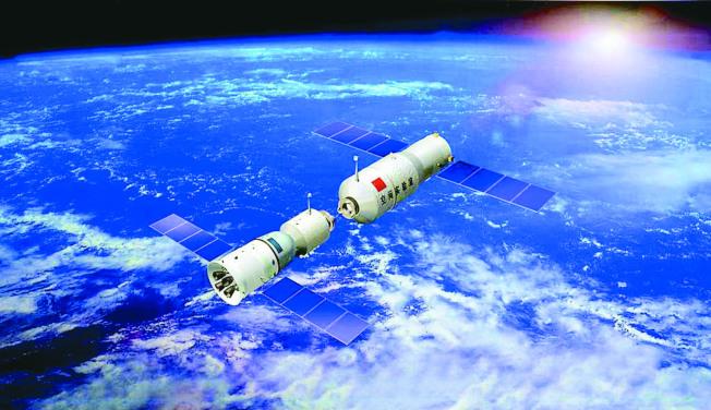 「天宮一號」被許多專家認為將失控撞地球,圖為2013年天宮一號與神舟九號成功完成對接。(新華社)