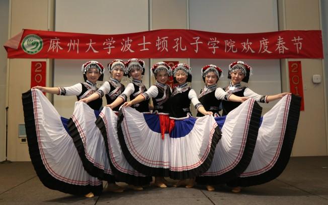 東方舞團在波士頓孔院春晚中演出。(記者俞國梁/攝影)