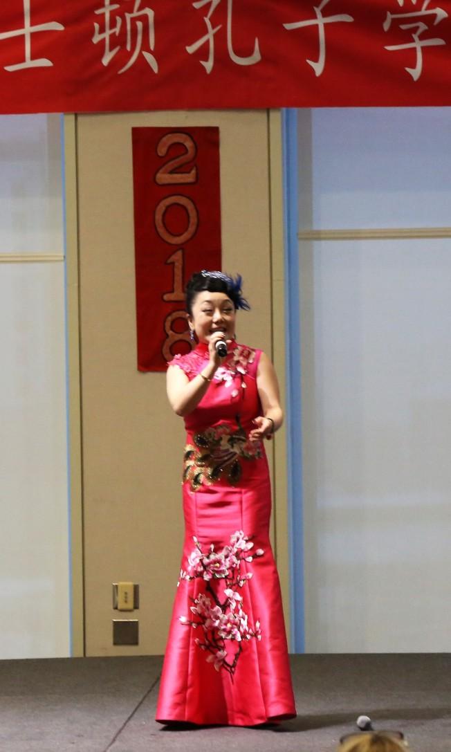 女高音歌唱家潘潔演唱「大地飛歌」。(記者俞國梁/攝影)