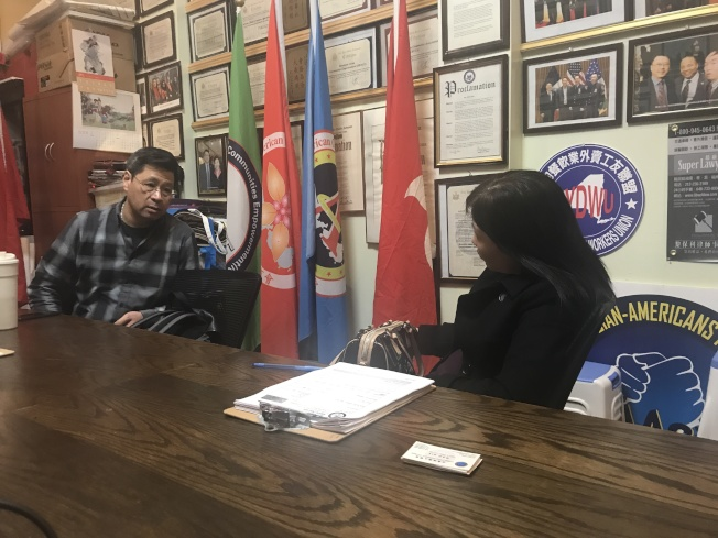 宋大維(左)建議陳女士(右)應雇用律師和會計師要求查看公司帳目。(記者牟蘭╱攝影)