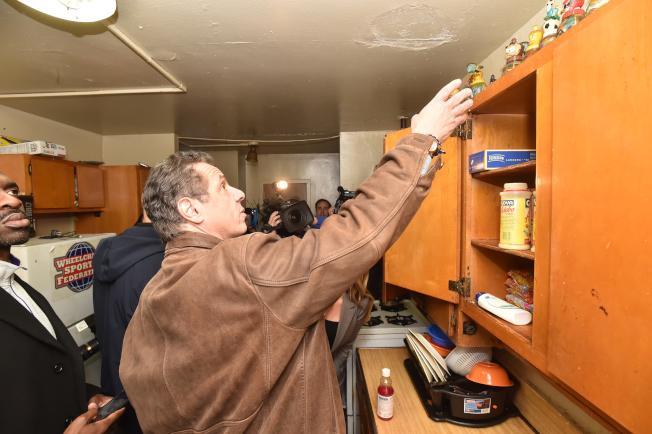 州長葛謨走訪紐約市政府樓。(州長辦公室提供)