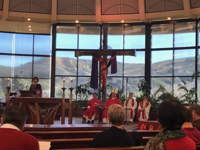 聖地牙哥天主教華人團體2018年 新春彌撒主教蒞臨主持敬天祭祖儀式。(讀者提供)