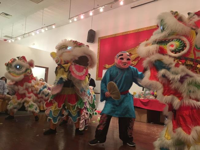 「三獅獻瑞」熱鬧歡騰,充滿年節喜慶氣氛。(記者陳雯娟/攝影)