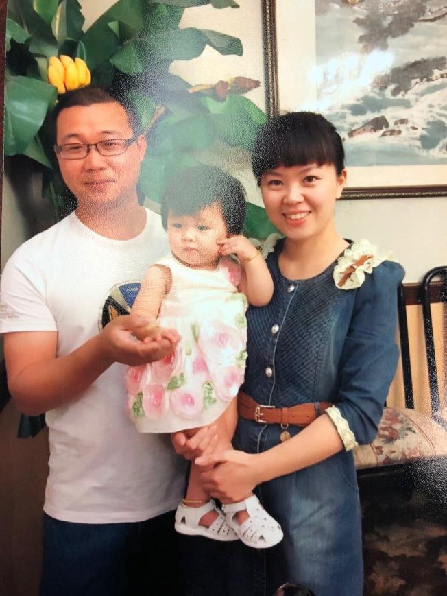 張曉明(左)將在下周被遣返回中國與家人分離。(本報資料照片)