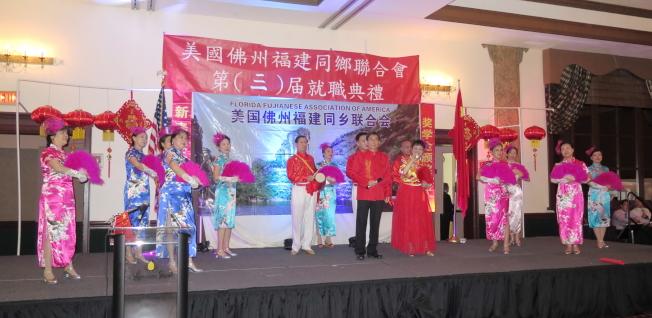 景露歌舞團演出大型民族歌舞。(記者俞曉菁/攝影)