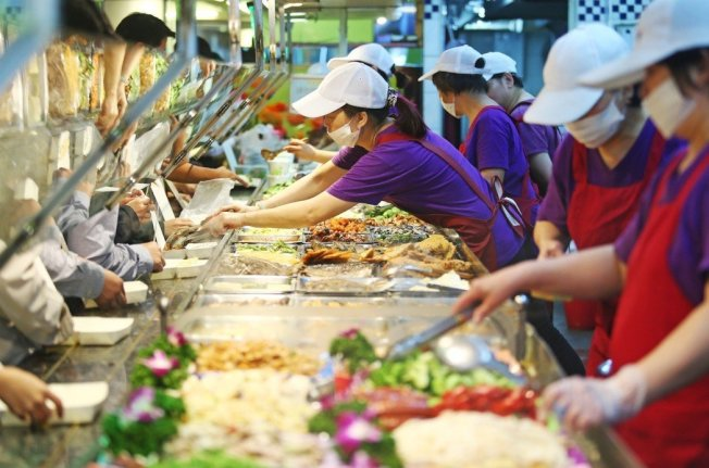 台湾近半数成年人米面等全谷杂粮类摄取过量,淀粉类摄取过多,易造成肥胖。 图/联合报系资料照片
