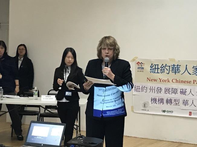 辦公室副主任藍菲爾表示,將為華裔發展障礙人士提供更多語言和醫療上的幫助。(記者和釗宇/攝影)