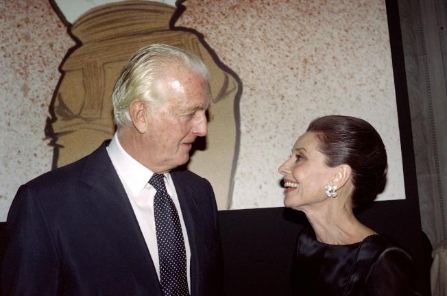 圖為兩人1991年在法國最後一次公開聚會,赫本已在1993年去世。(Getty Images)