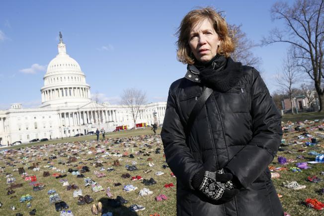民眾Lori Haas的女兒在維吉尼亞理工學院暨州立大學(Virginia Tech)遇過兩次槍擊案。美聯社