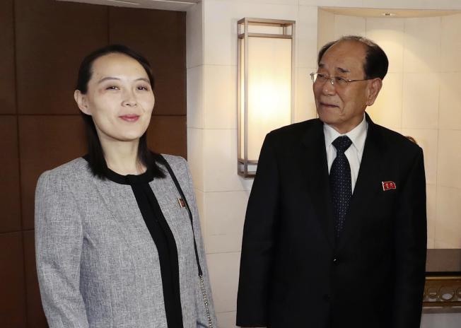 北韓最高人民會議常任委員會委員長金永南(右)和金正恩胞妹金與正(左)。美聯社