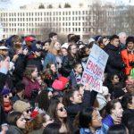 〈圖輯〉「做好你的控槍工作」數千學生國會前示威