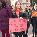 芝上萬高中生「 走出教室」反槍枝暴力