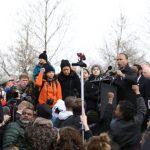 不示威學生:槍不是問題 問題在人