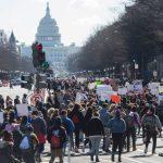 受夠了!全美學子罷課促控槍 NRA貼槍回應:謝謝指教